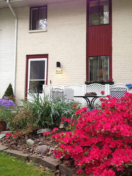 Beautiful spring flowers in the front yard patio with seating