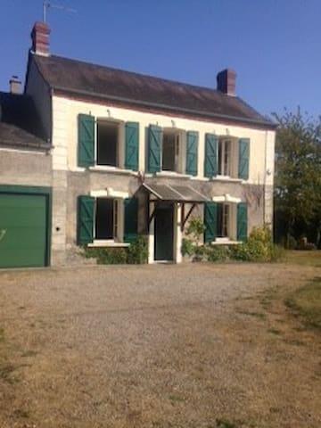 Maison de famille à la campagne - Sées - House