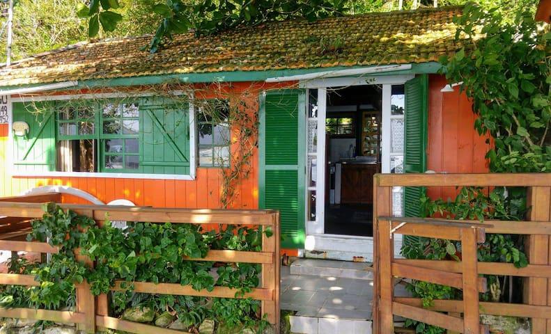 Martha's beach cabin and artists retreat. - Florianópolis - Chalet