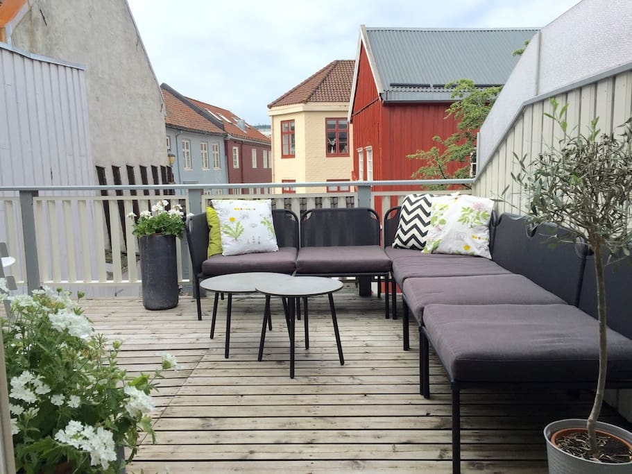 Large terrace overlooking the old houses in the neighborhood. Small electric heater for colder days, bbq facilities, and connected to the kitchen.
