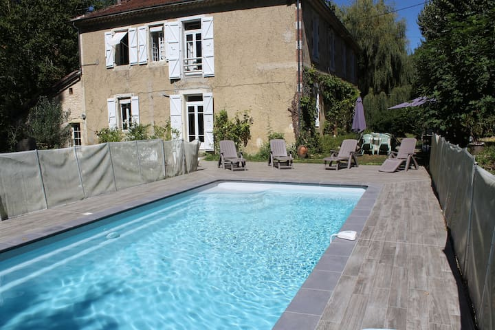 Large house with pool Gers - South of France