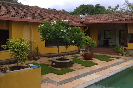 Sohana - 2BR Stylish Riverside Retreat - Karjat - Casa