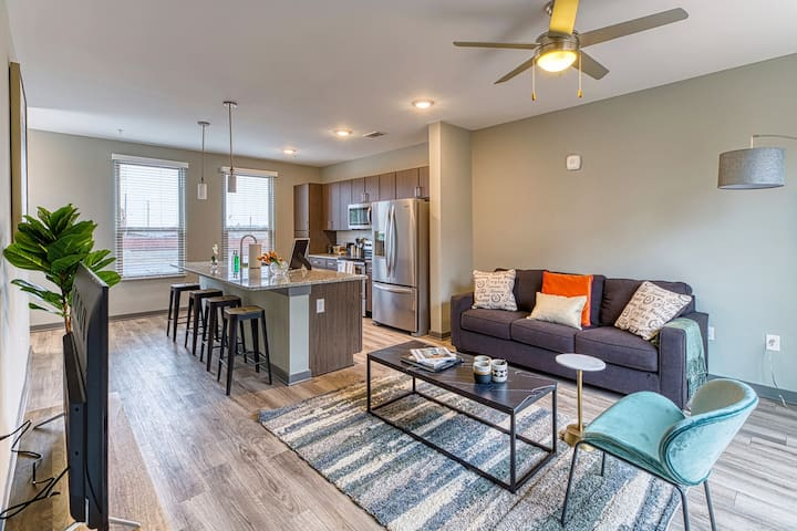 Kasa | Columbia | Luxurious 1BD/1BA Apartment