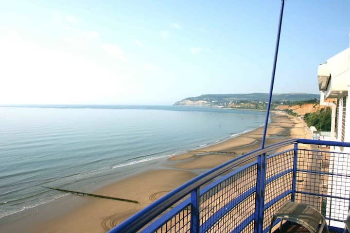 THE VIEW : Stunning Seafront apartment.