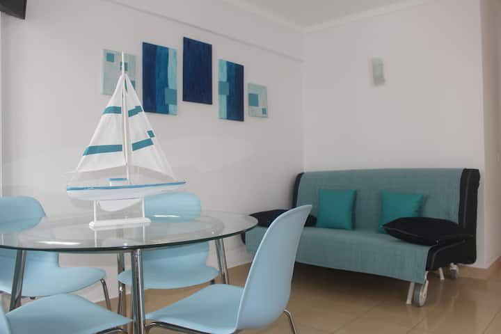Great location (170 meters to the beach), AC, Golf