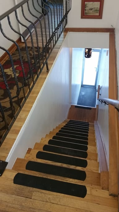 Steep stairwell entrance, not disability friendly
