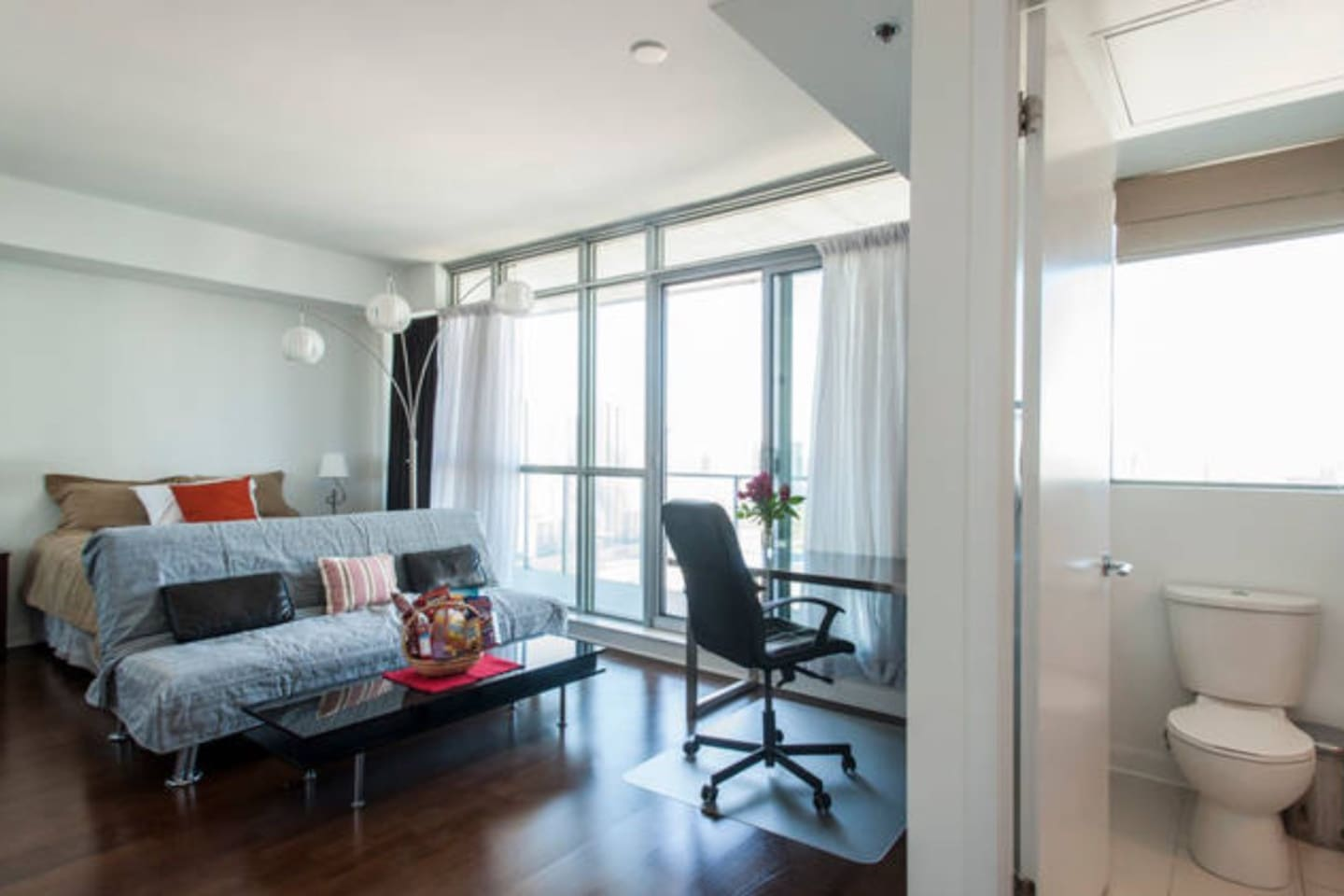 Bright Bachelor Suite With Private Bathroom