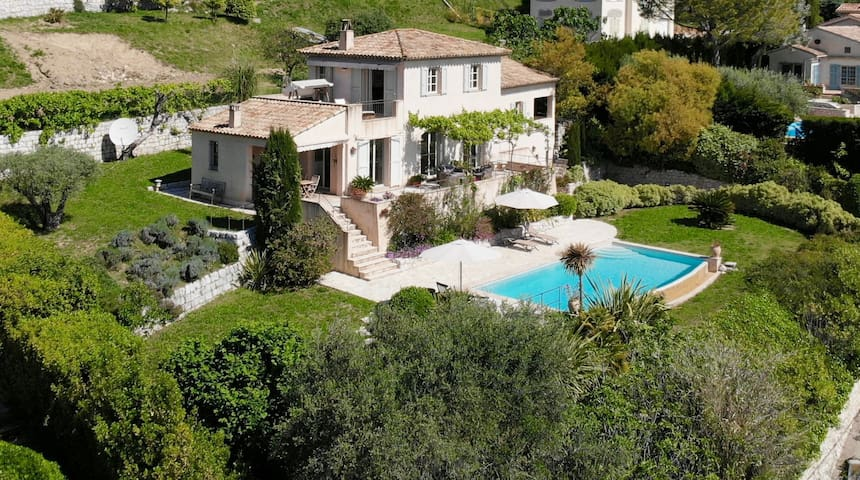 Villa Oscar - luxury with pool & panoramic views