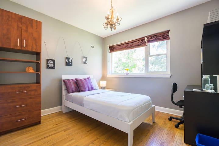Minimalist's Cube; Clean Cozy Room