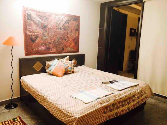 Delhi Tales  Hostel (Deluxe Rooms)near Airport
