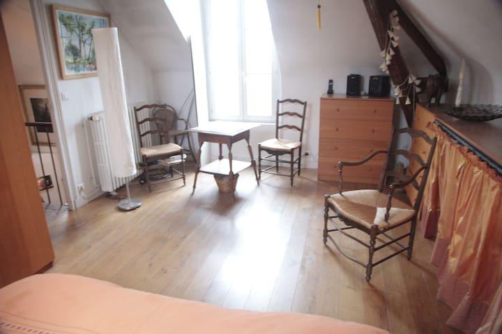 Pretty bedroom at 15 mn of Paris