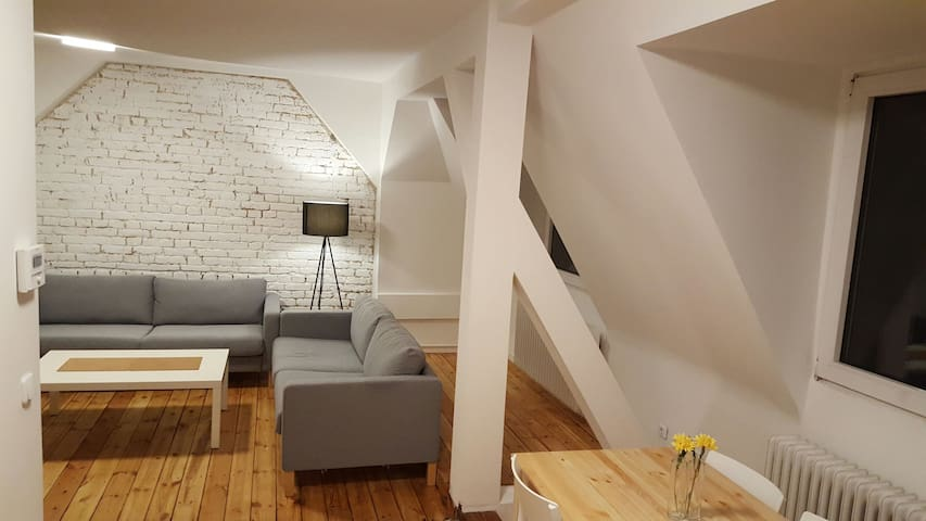 Exklusiver 2-Zimmer-Altbau nahe Shoppingmeile