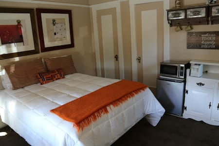 Comfortable Private Room & Bath. Great Location! - Redwood City