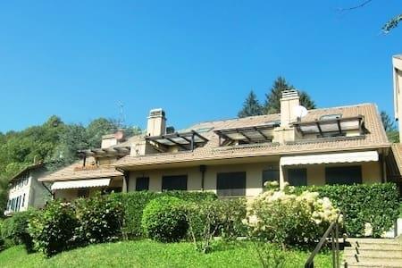 Mini-loft con terrazzino - Barni - Apartment