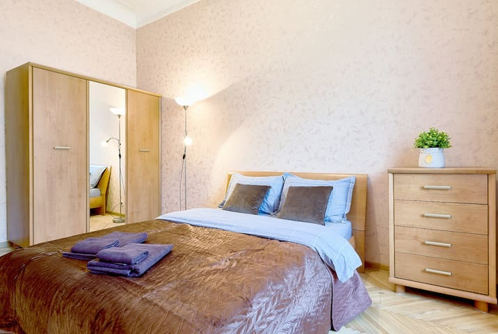 TWO NEW SEPARATE BEDROOMS ★ OLYMPIC STADIUM ★V52/7