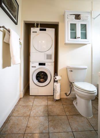 Full bathroom, soap dispenser in shower/bathtub, plenty storage for your toiletries.