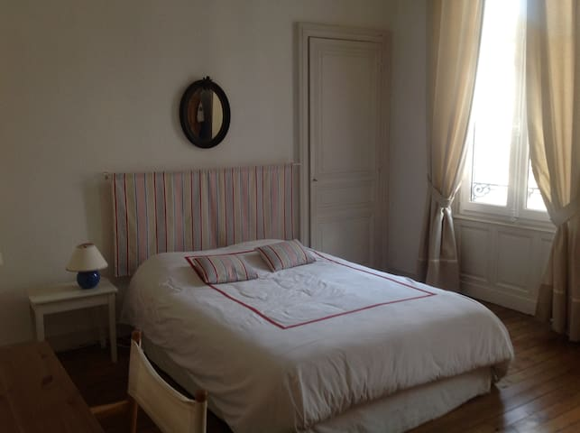 Chambre double au coeur d'Angoulême - Angoulême - Bed & Breakfast