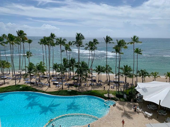 Beachfront Apartment with Amazing View