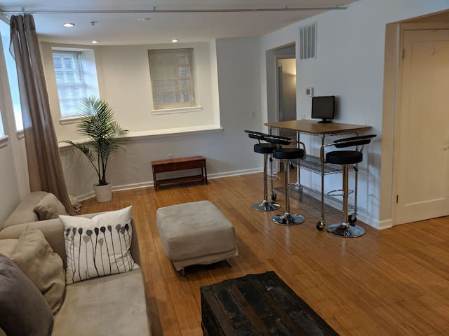 Bolton Hill-MICA-2BR-Spacious-John Hopkins-kitchen
