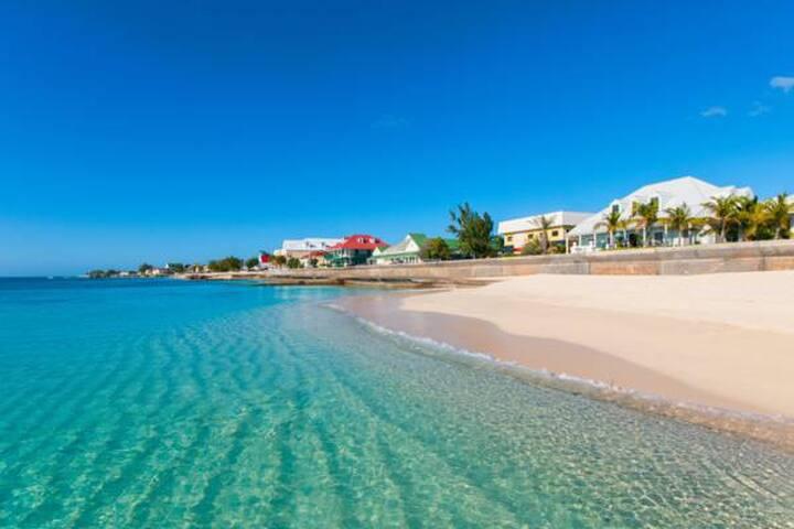 Deja Blu Vacation Rental