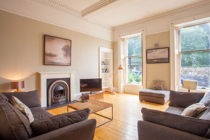 Bright and cosy 1 bed apartment in Pollokshields