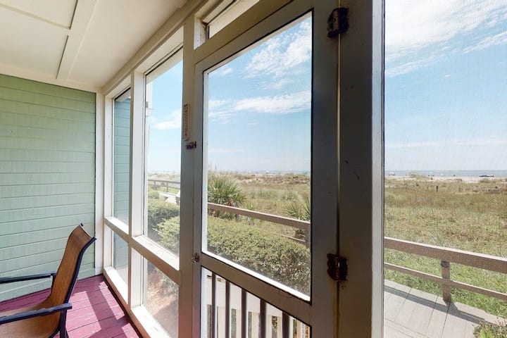 Comfortable Oceanfront Getaway for Two with Shared Pool & Beach Access