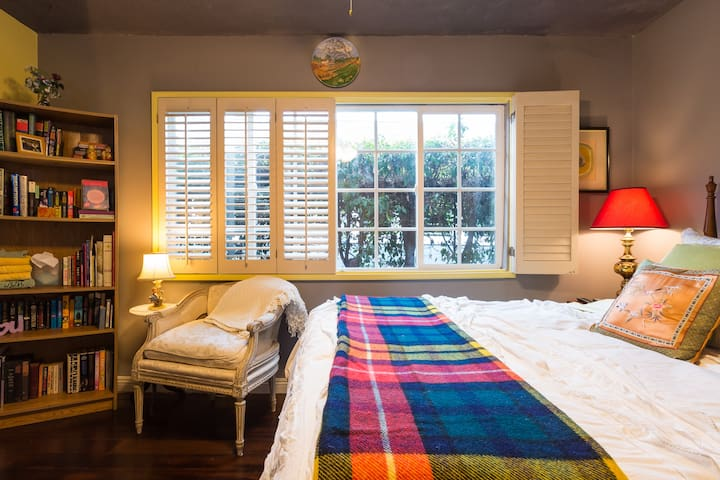Charming private bedroom near beach - Los Angeles - Dům