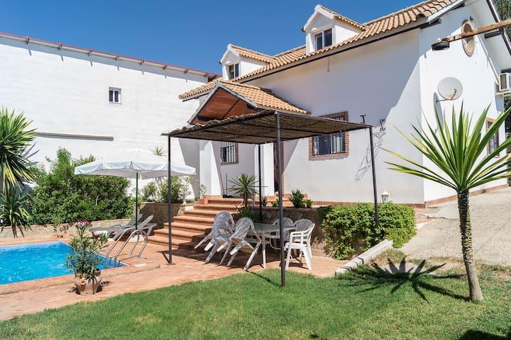 """Casa con piscina """"Sildavia"""" - Córdoba - Apartment"""