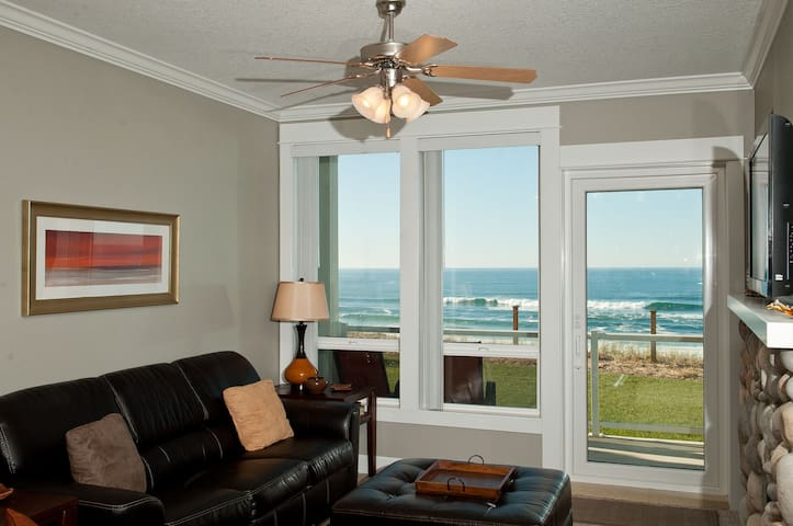 Sea To Believe - Oceanfront Condo, Private Hot Tub