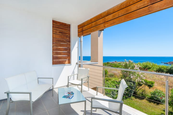 Unique Holiday Apartment 8 in Villa Marconi with Sea View & Spacious Sun Terrace; Parking Available