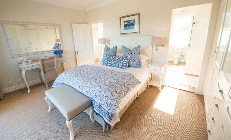 The Summer House-Deluxe Suite 3 - Plettenberg Bay - Bed & Breakfast