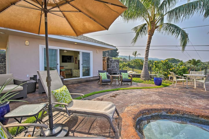 Kailua-Kona Cabana Studio w/ Pool & Sunset View!