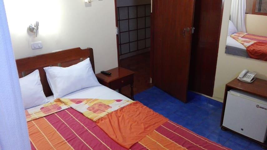 Hab. de hotel - Centro de ciudad - Junior (404)