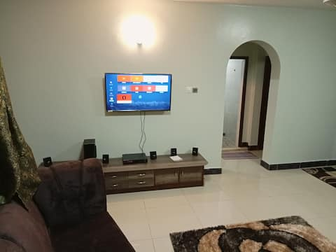 "Cosy 2 BR, 43""TV, NETFLIX, WIFI in Beachroad Nyali"