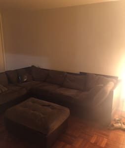 Quaint Apt near  Everything! - Newark - Apartment
