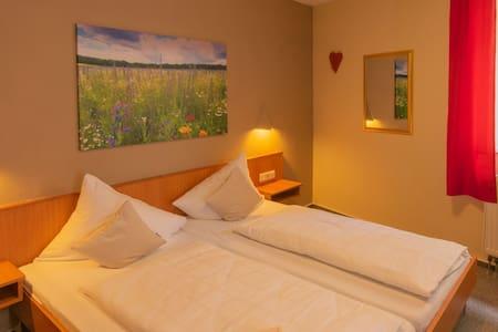 Gasthaus & Hotel Drei Lilien (Werbach), Gästezimmer S - Doppelzimmer   im Lieblichen Taubertal