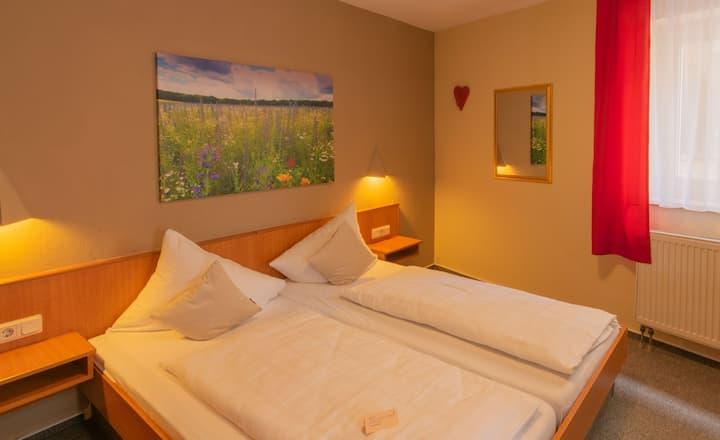 Gasthaus & Hotel Drei Lilien (Werbach), Gästezimmer S - Doppelzimmer | im Lieblichen Taubertal