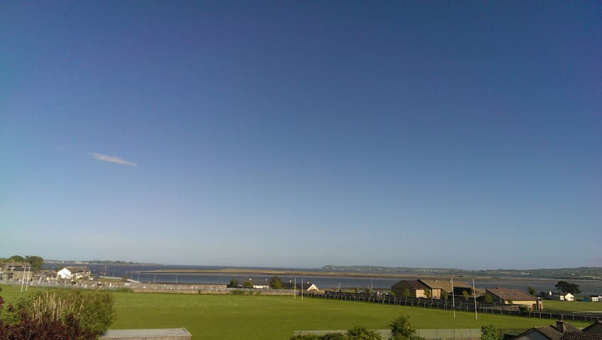 2 bed apt with stunning views over Dungarvan bay