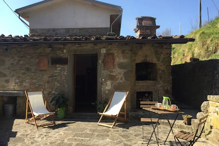 Holiday House Ronchi - House with Pool - Bagni di Lucca - Hus
