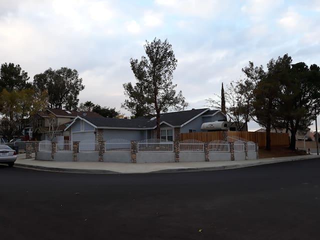 Nice Palmdale Moonflower Home.