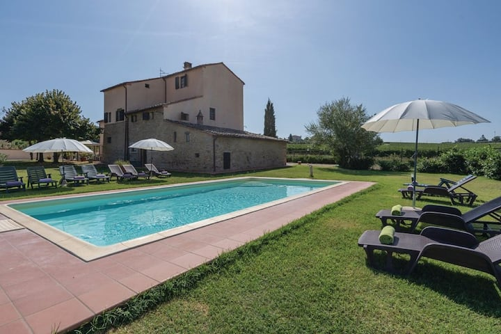 Vintage Holiday Home in Montecchio with Private Garden