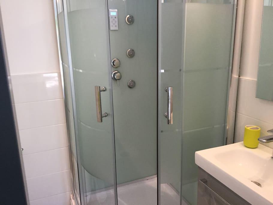 Cabine de douche hydromassante