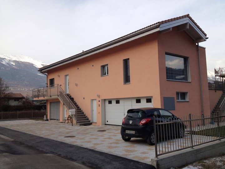 Chambre au coeur du village d'Aproz. R. Du Mont 12