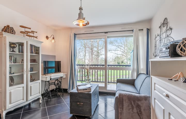 Charming 1br with balcony & pool nearby Trouville-sur-Mer station - Welkeys