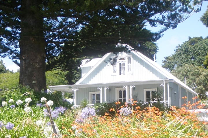 Kaipara Harbour Historic Farmstay near Wellsford