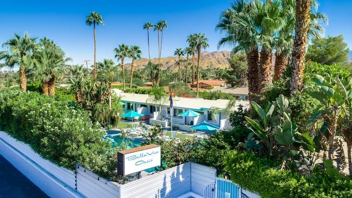Stylish Mid-Modern in Luscious Oasis: Pool open!