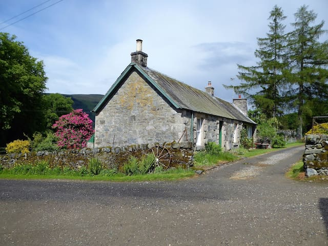 The Steading Cottage, Loch Earn, Perthshire