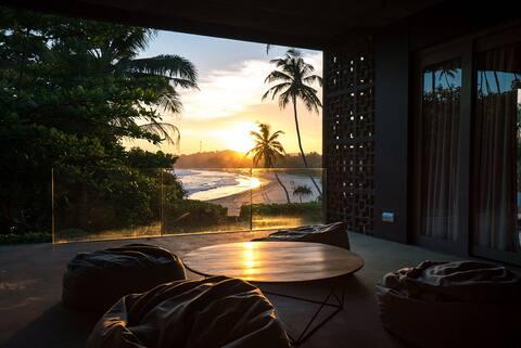 Talalla House - Luxury Beachfront Villa