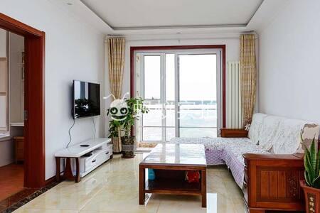 特价啦海景精装三居室四张大床海景公寓,下楼2分钟直达海滩 - Qingdao - Appartement