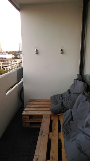 Balkon mit Skyline Blick / balkony with skyline view
